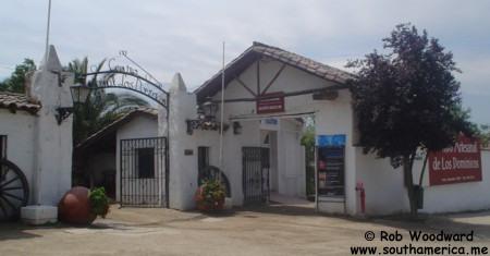 La entrada al Pueblito de Los Dominicos