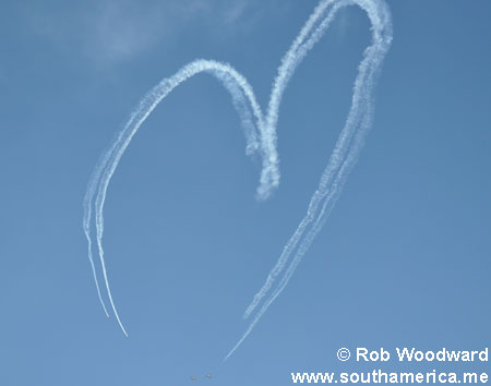 A heart made in the sky by acrobatic planes
