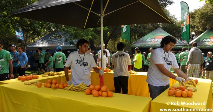 Stands with Free Fruit at the Corre la vida run