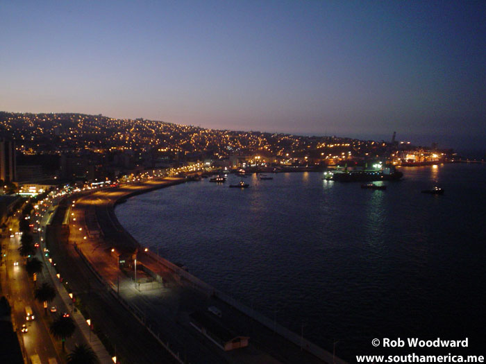 The Valparaiso port at night